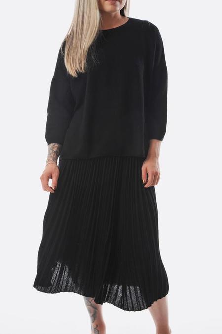Oyuna Pleated Skirt - Black