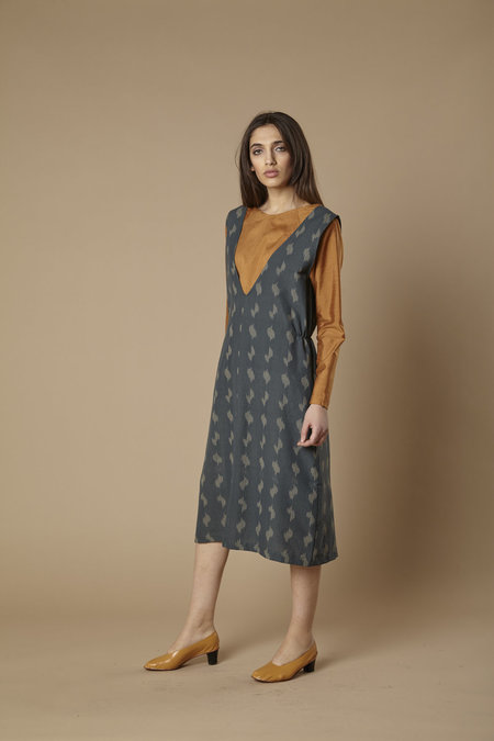 Tantuvi Double V Flare Dress