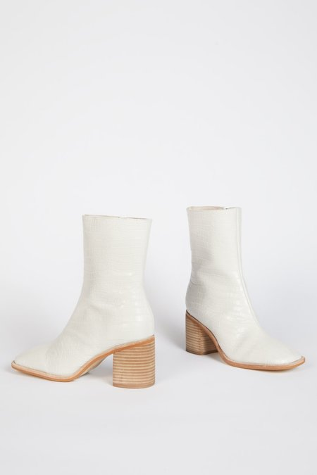 """""""INTENTIONALLY __________."""" Contour Boots - White"""