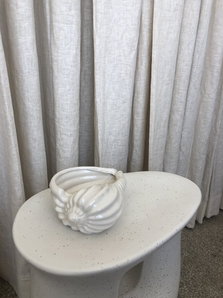 Vintage SHELL PLANTER - white