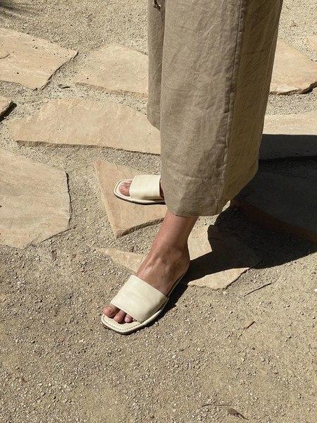LOQ Sueño House Slides - Sand