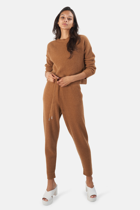 The Tile Club Chase Crop Sweater - Pecan Rust