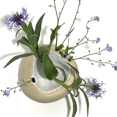 Allison Skinner 6 Blooms Concave Vase - Buff