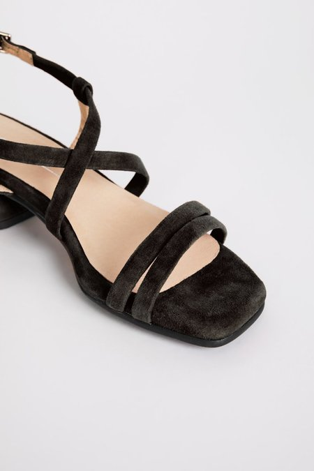 """""""INTENTIONALLY __________."""" HILLTOP shoes - Black"""