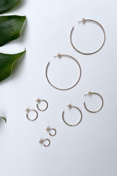 The Minimalist Magnolia Medium Everyday Hoops - Gold