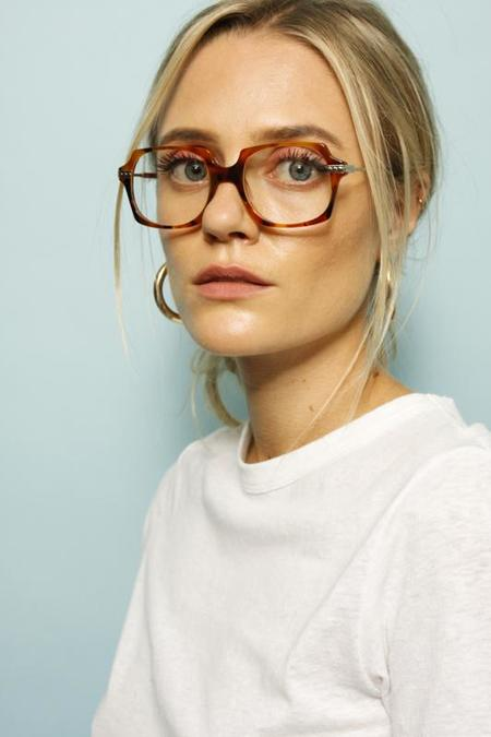Karen Walker Alek Eyeglases - Nutty Tort