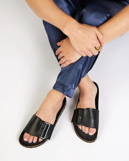 Vamp Shoes Intentionally Blank Claire sandals - Black