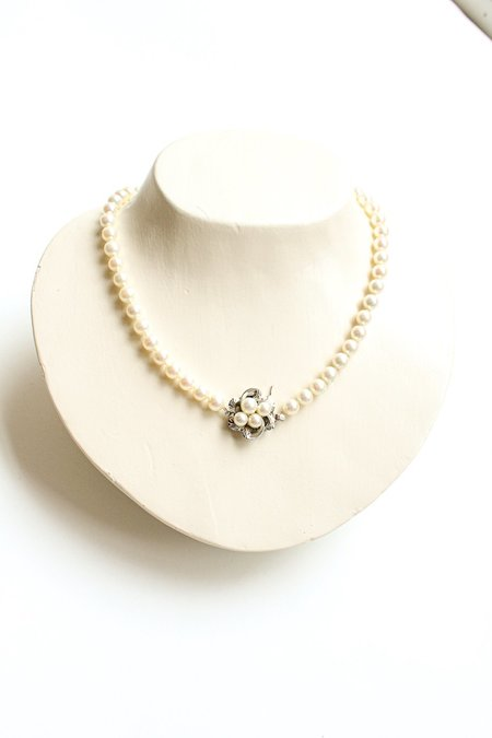 Pre-loved Single Strand Pearl Necklace - white