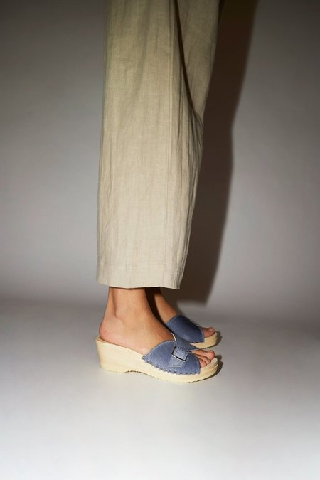 No. 6 Abuela Clog on Mid Wedge