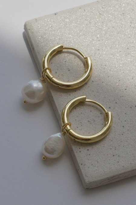 Descendant Pearl Hoop Earring - Gold