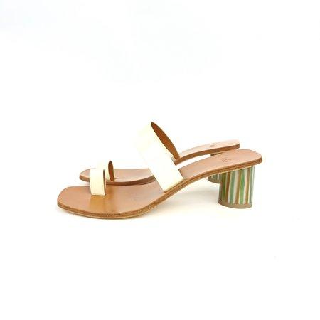 LOQ Tere Patent Sandals - Brie
