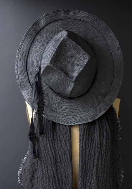 Claudia Schulz Leone Hat