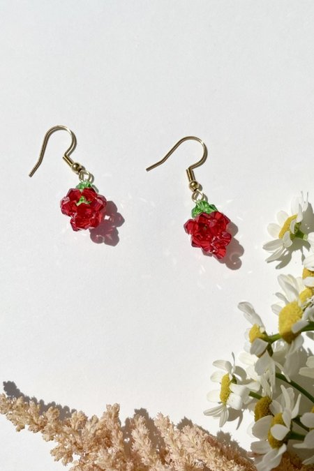 Et Toi BEADED STRAWBERRY DANGLY EARRINGS - Gold plated