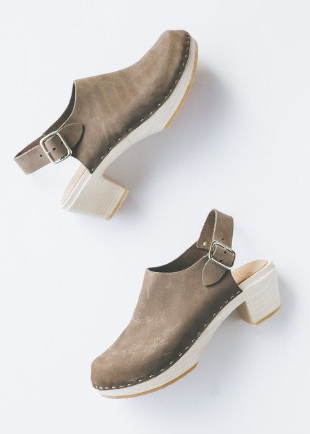 Bryr Clogs Suzie Closed Toe in Sable
