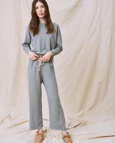 The Great. The Wide Leg Cropped Sweatpant - Dusty Blue
