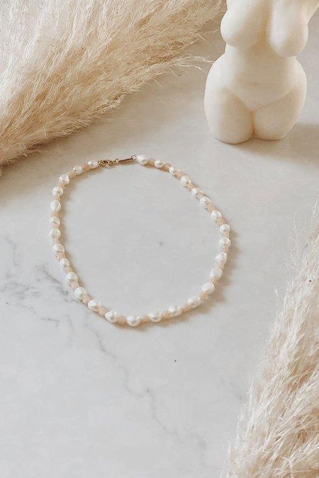 Machete Beaded Round Pearl Necklace - Peach