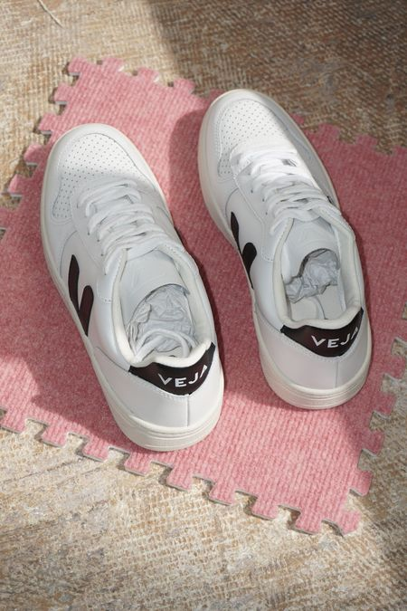 [pre-loved] Veja V10 Leather Sneakers - Extra White/Black