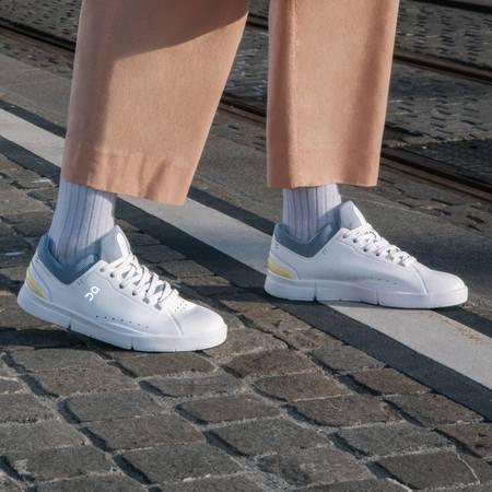 On Shoes The Roger Advantage Women 48.99148 sneakers - White/Nimbus