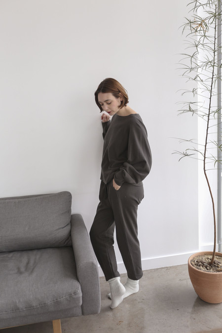 Lauren Manoogian Cashmere Arch Sweats in Carbon