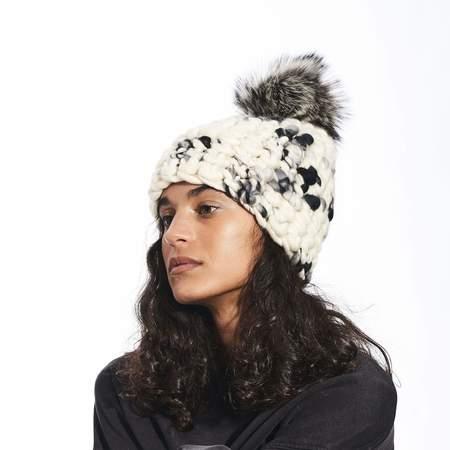 Mischa Lampert beanie pomster xl pom beanie - dark floral/silver fox