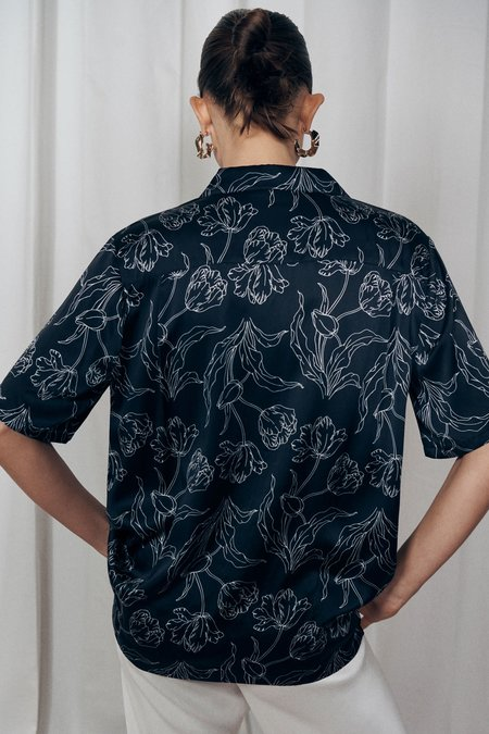 Unisex Silk Laundry Silk Camp Shirt - Black Tulips