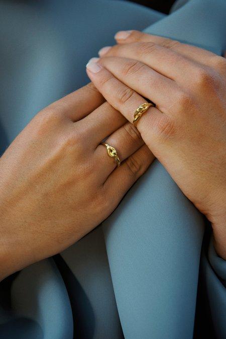 Hana kim Small embrace ring - silver