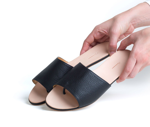 The Palatines Shoes Caelum Slide Sandal - Black