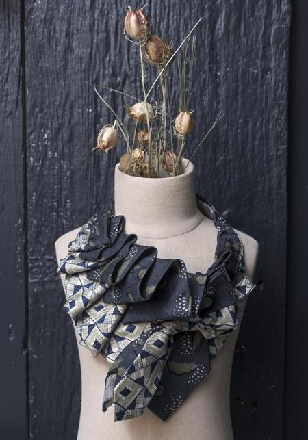 Lilian Asterfield Aster Silk Ascot scarf - Black/Taupe