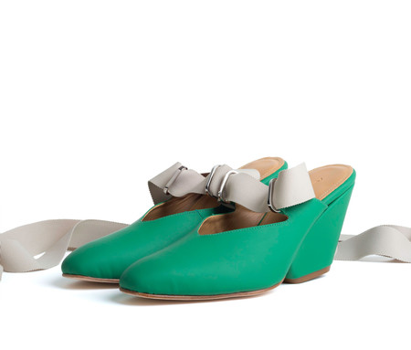 the palatines shoes isti ribbon mule w sculpted heel -  green super matte leather