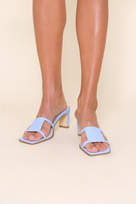 """""""INTENTIONALLY __________."""" INLOW sandals - Sky"""