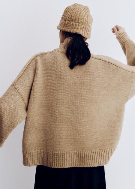 Mónica Cordera Soft Wool Beanie - Camel