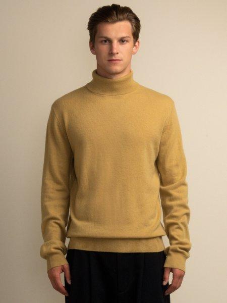 PURECASHMERE NYC Men Turtleneck Sweater - Golden Leaf