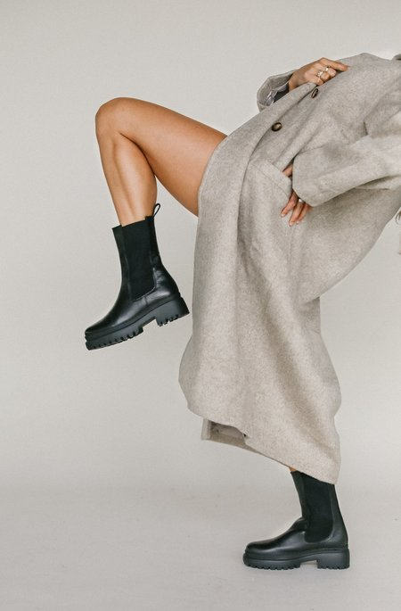 L'intervalle Omaha Boot in Black Leather