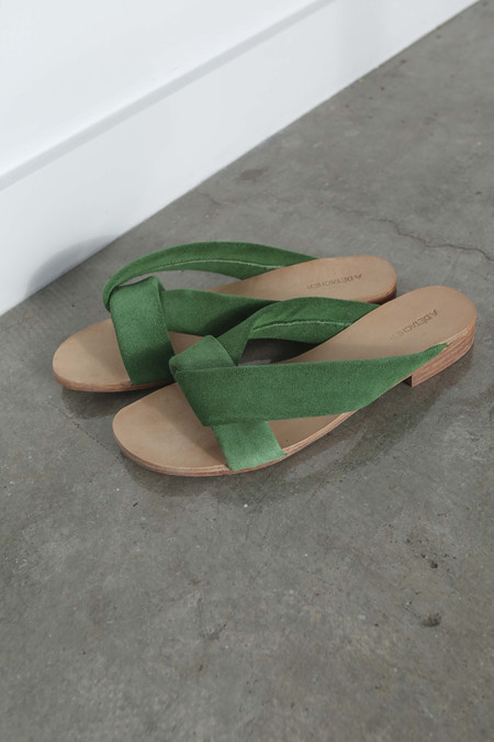 A Détacher Pipit Slides in Green Suede