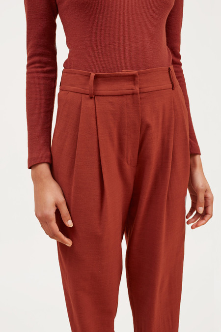 Waltz Cropped Pleated Trouser – Rust
