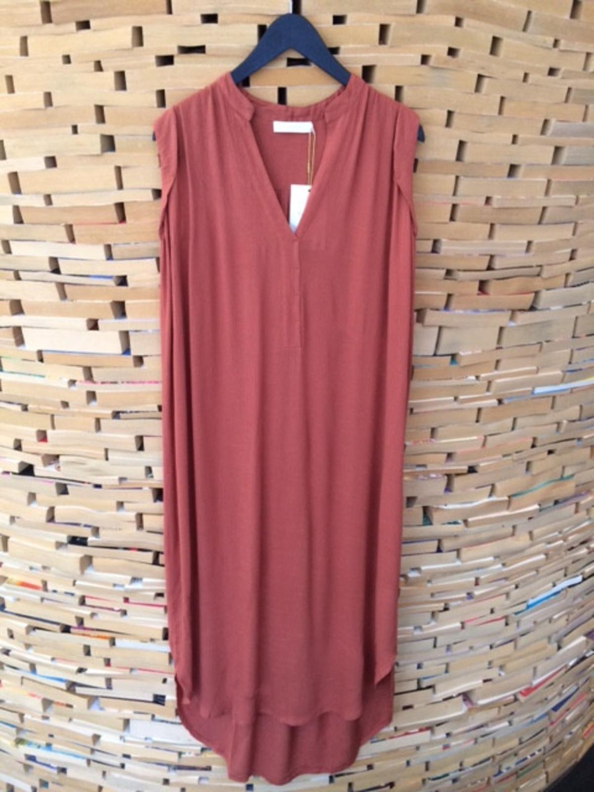 5641a0fc8430 Rabens Saloner Denice Kaftan Dress in Brick