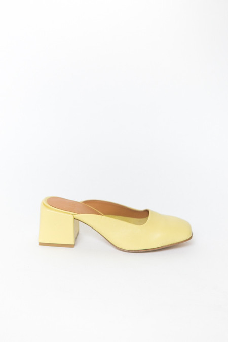 LOQ Val Leather Mules - Nectar
