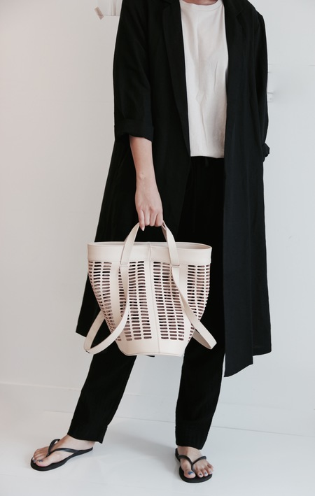 MODERN WEAVING INFINITY HANDLE TOTE