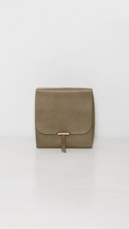 BARTLEBY LOTTE TRAVEL CLUTCH - OLIVE