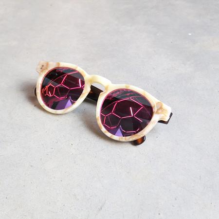 Illesteva Leonard Sunglasses in Cream Marble with Pink Mirror