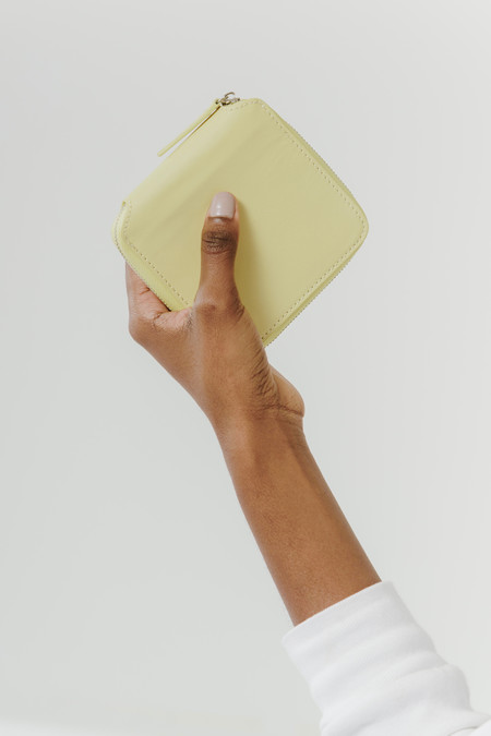 BAGGU square wallet - soft yellow