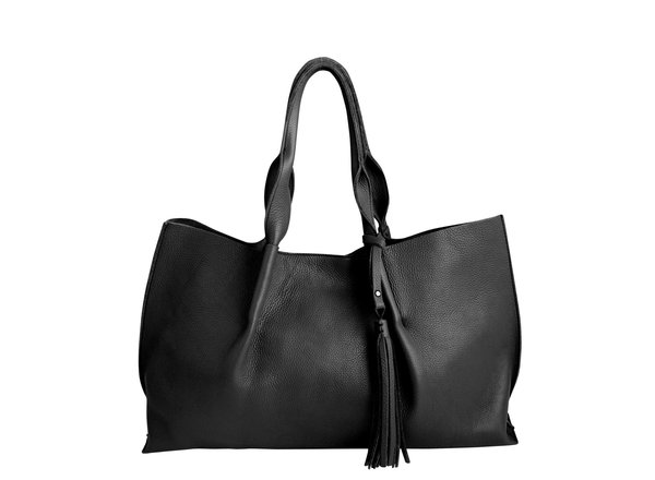 isabel tote in black pebble leather with leather tassel