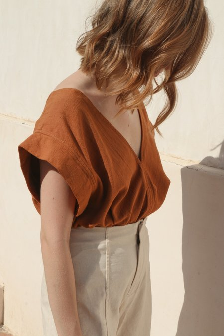 Esby Rose Crop Top in Camel