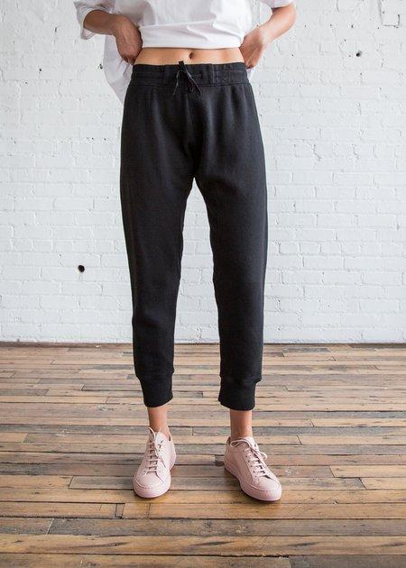 Oak Slim Sweatpant in Black