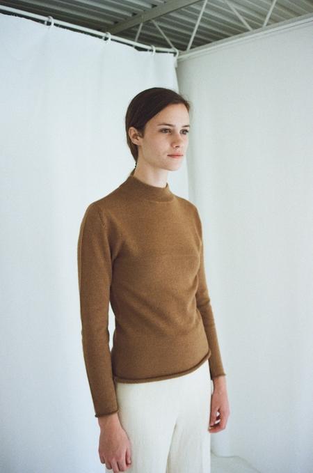 Han Starnes Plain Knit Turtleneck - Vicuna
