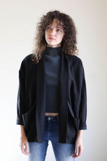 7115 By Szeki Linen Sumo Jacket in Black