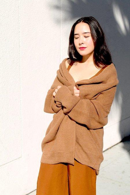 ali golden chunky cardigan in chestnut