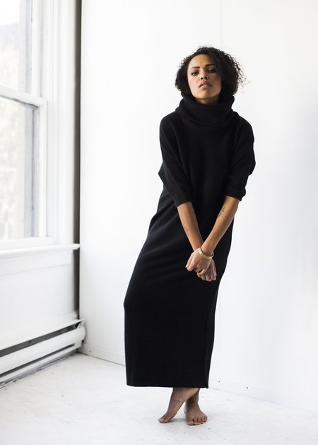Esby Apparel Murphy Dolman Rib Dress in Black