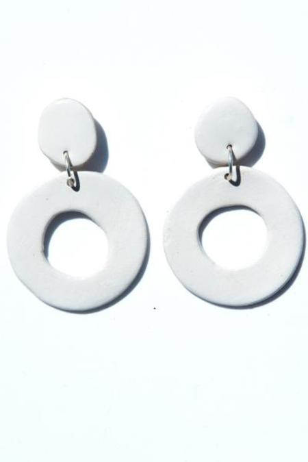 Levens L Circle Earrings - White
